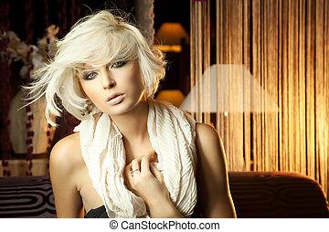 beau, portrait, blond, écharpe