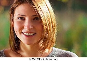 beau, portrait, femme souriante, jeune