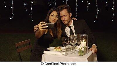 beau, pose couples, romantique, selfie