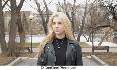 beau, ralenti, sourire., cheveux, blonds, portrait, sexy, girl, heureux