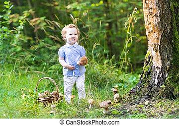 beau, rassemblement, champignons, bébé, rire, amusement, girl, avoir
