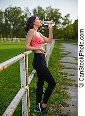 beau, reposer, extérieur, athlète, ou, eau, fitness, boire, girl