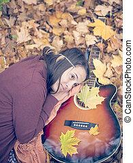 beau, reposer, guitare, automne, pousse feuilles, girl