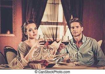 beau, restaurant, couple, jeune, lunettes, vin