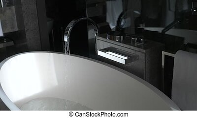 beau, robinet, chrome-plaqué, timelapse, pression eau, 4k, écoulement, élégant, fort, bath., élégant