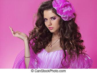 beau, rose, style, femme, bouclé, sur, longs cheveux
