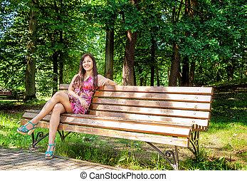 beau, séance, parc, jeune, banc, girl