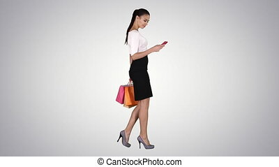 beau, sacs, marche, achats femme, téléphone, mobile, jeune, gradient, arrière-plan., tenue, utilisation