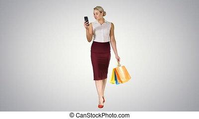 beau, sacs, marche, smartphone, achats, gradient, regarder, arrière-plan., quoique, séduisant, tenue, femmes