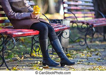 beau, saison, asseoir, relâcher, feuilles, parc, jeune, jaune, banc, automne, portrait, girl