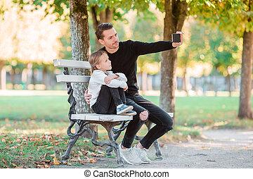 beau, selfie, famille, prendre, automne, amusez-vous, jour, heureux