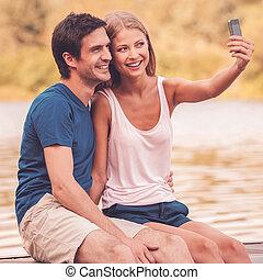 beau, selfie, séance, couple, selfie., jeune, téléphone, ...
