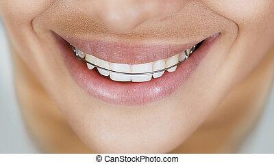 beau, serviteur, fille souriante, dents