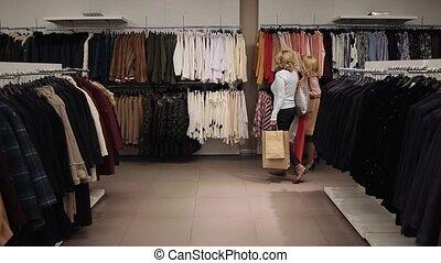 beau, shopaholic, magasin, femmes, achat vêt