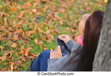 beau, sommet, automne, téléphone, park., messagerie, girl, vue