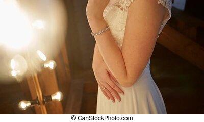 beau, stands, mariée, devant, lumières, miroir, intérieur, grenier