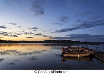 beau, sur, lac, jetée, levers de soleil, bateaux, encore, paysage