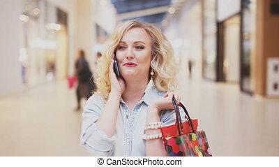 beau, téléphone, centre commercial, femme parler
