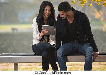 beau, tablette, couple, jeune, numérique, utilisation