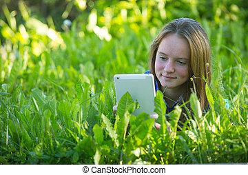 beau, tablette, jeune, pc, grass., girl, mensonge