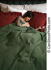 beau, tatouages, femme, dormir