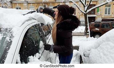beau, tempête neige, elle, voiture, après, chauffeur, neige, matin, vidéo, 4k, femme, nettoyage
