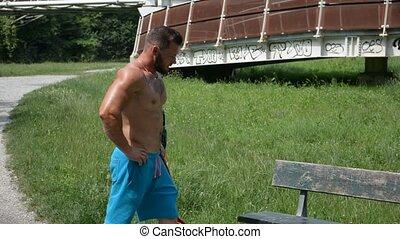 beau, topless, séance homme, sur, banc, dans parc