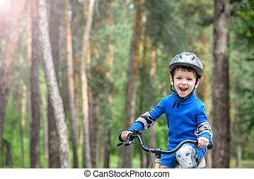 beau, vélo, automne, années, automne, sports., 4, concept., day., forêt, sécurité, heureux, loisir, enfant, actif, gosse, garçon, gosses, amusement, confection, avoir