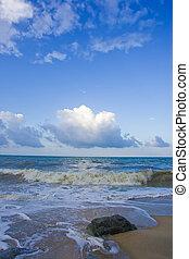 beau, vague, sable, surging, plage, nuage