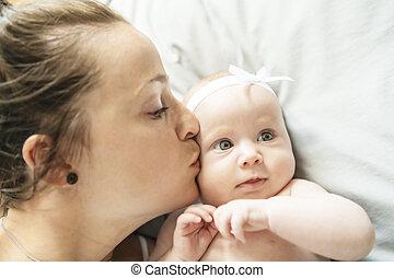 beau, vieux, elle, mère, mois, 2, chambre à coucher, bébé, portrait