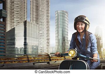 beau, ville, femme, parmi, scooter, jeune, asiatique, équitation