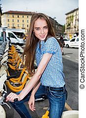 beau, ville, femme, vélo, prendre, loyer