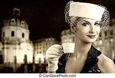 beau, ville, femme, vieux, coffee., elle, jeune, derrière, fond, boire
