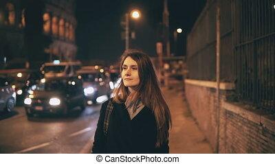 beau, ville, marche, femme, italie, centre, rome, tard, séduisant, portrait, colisée, night.
