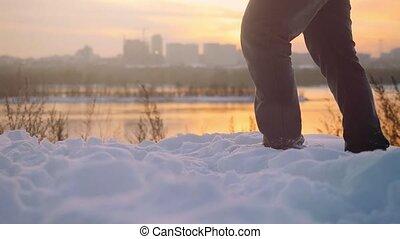 beau, ville, marche, hommes, naturel, coloré, jambe, sur, neigeux, ciel, slowmotion., coucher soleil, fond, trekking, temps, voyageur, froid, hiver, 1920x1080, homme