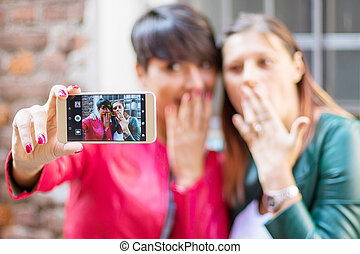 beau, ville, smartphone, selfie, jeune, portrait, femmes