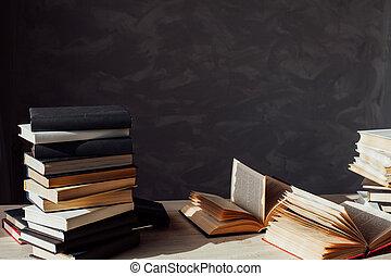 beaucoup, bibliothèque, maison, livres, table