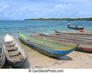 beaucoup, petits bateaux, sur, les, nattes, île, plage sable, curieux, boraha, sainte, île, madagascar