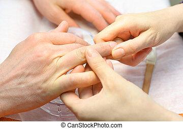 beauté femelle, salon;, faire, main, manucure, mains, homme, soin