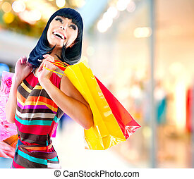 beauté, femme, à, sacs provisions, dans, centre commercial