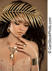 beauté, makeup., mode, belle fille bien pomponnée, brunette, portrait, isolé, sur, beige, arrière-plan., or, jewelry., doré, manucuré, nails., hairstyle.