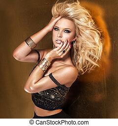 beauté, portrait, de, séduisant, blond, dame