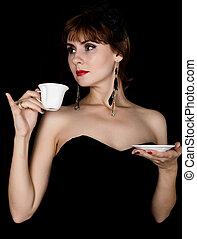 beauté, retro, femme, modèle, à, professionnel, maquillage, café buvant, ou, tea., mode, vendange, femme, sur, a, fond foncé