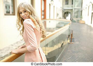 beautie, cheveux, bouclé, blond