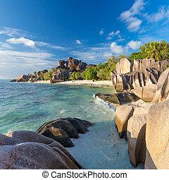 Beautiful Anse Source d'Argent tropical beach, La Digue...
