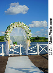 arch of flowers at the wedding - beautiful arch of flowers...
