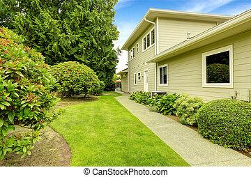 Beautiful backyard garden with walkway. Real estate in Federal W