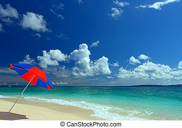 Beautiful beach in Okinawa - The beach and the beach ...