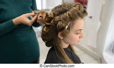 Beautiful brunette in beauty salon and hairdresser -...