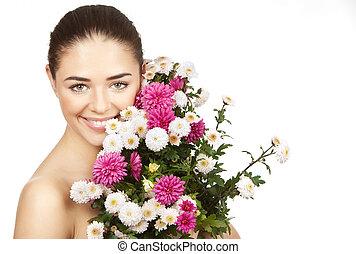 brunette woman holding bouquet of flowers